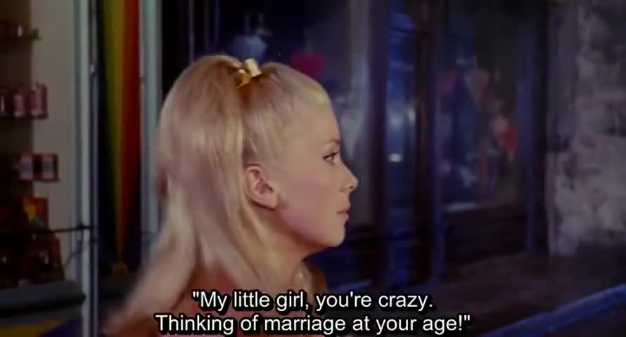 Clip image for '-Ma petite fille, tu es folle.