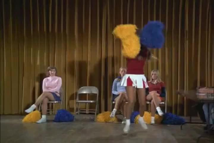 Five, six, tell me who's got the kicks... the Bears!