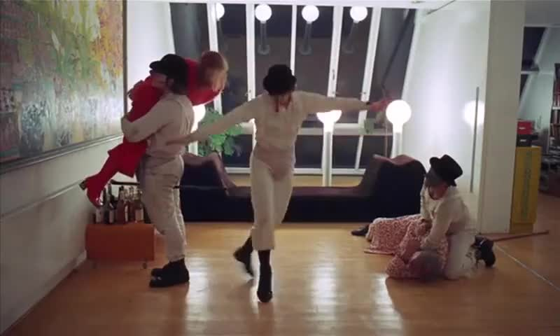 clockwork orange singing in the rain - 800×480