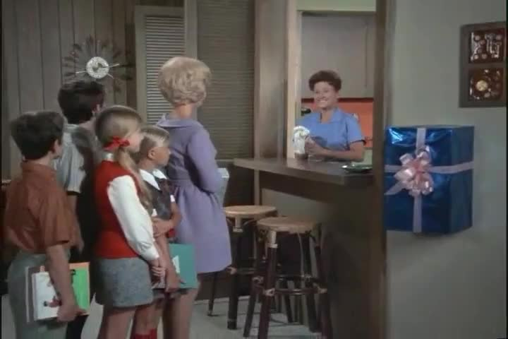 Clip image for 'Alice, what's this big thing on the wall?
