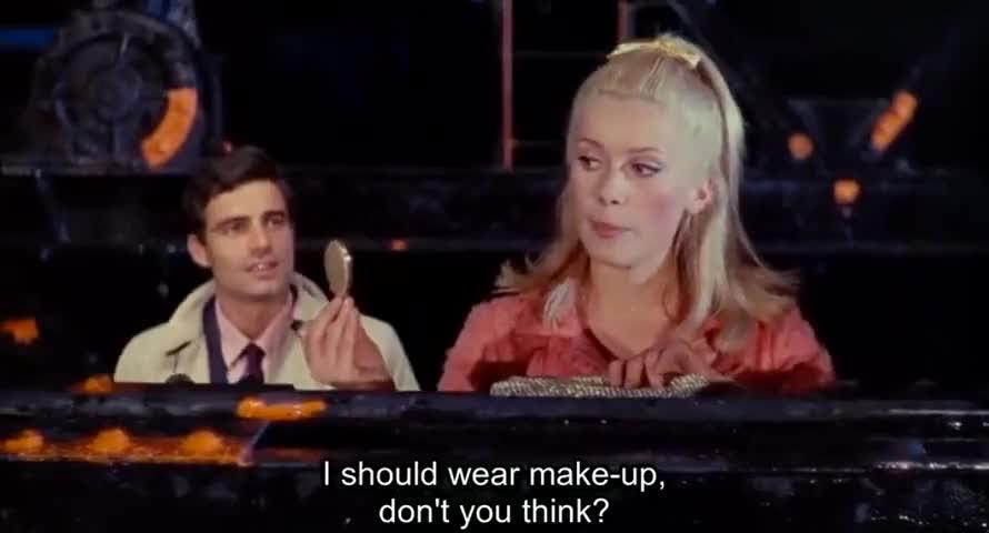 Je devrais me maquiller, tu ne trouves pas ?