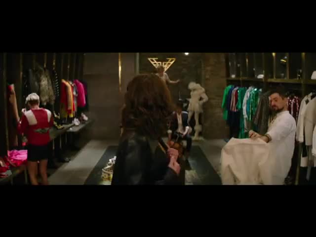 - There's another closet?
