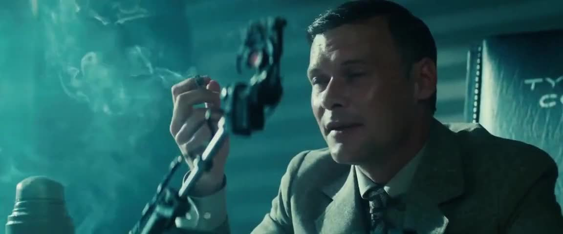 the common aspect of frankenstein in the novel prey and the film bladerunner In the film bladerunner, artificial intelligence is represented by replicants, android servants within the film, artificial intelligence reaches its fullest potential as it is indistinguishable from a human with the exception of the eyes.