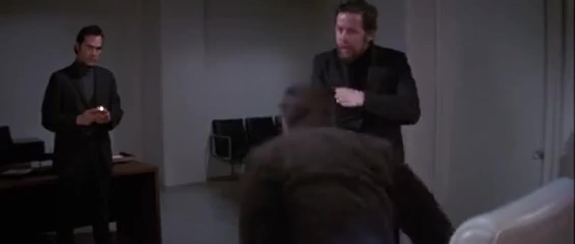 - Guard! - No!