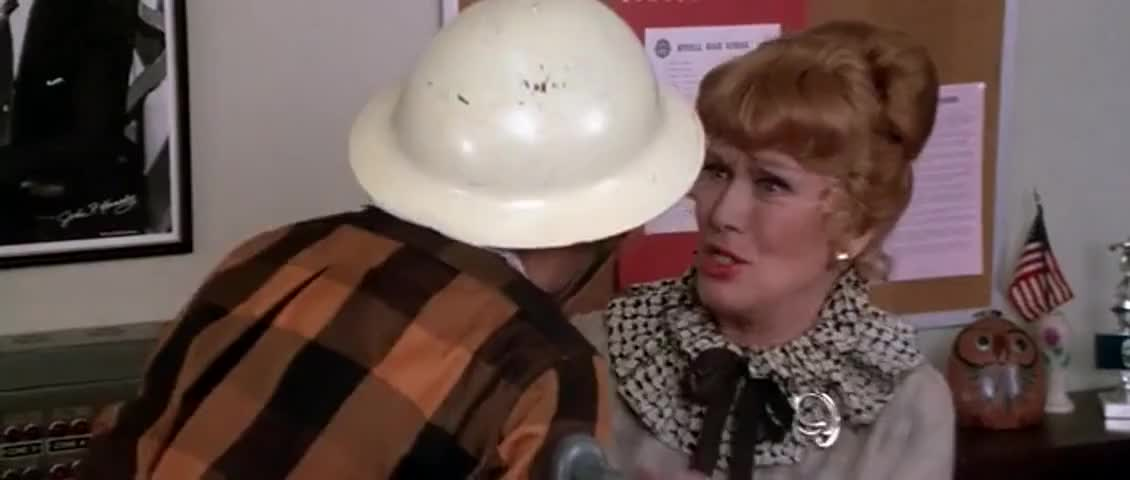 - Blanche, please do not panic! - Miss McGee, it's so loud.