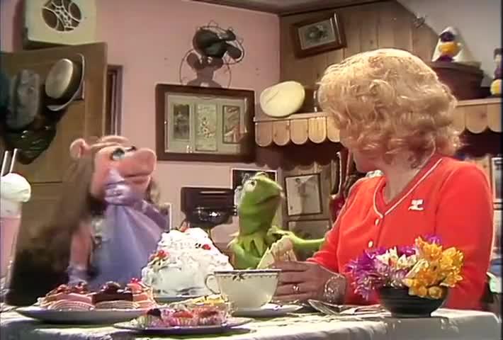 - Thank you, Kermit. - Uh, Piggy?